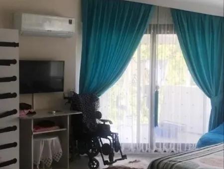 Marmaris Beldibi Mevkiinde 4 Oda 2 Salon 240 M2 Forleks Bahçeli Villa Satılık.olimpik Yüzme Havuzu Mevcuttur.